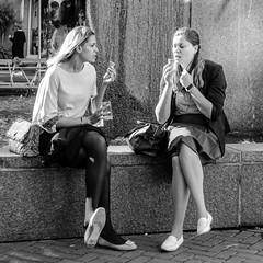 shared ice break (every pixel counts) Tags: 2018 street icecream talk düsseldorf europa city nrw everypixelcounts blackandwhite fountain 11 women people square fuente ice germany blond bolsa bag autumn eu blackwhite bw daylight