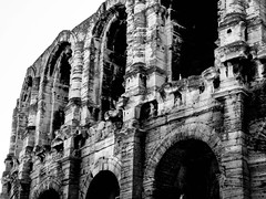 Arles Amphitheatre 2009 (bobbex) Tags: france french lesud southoffrance blackandwhite blackwhite bw roman arena architecture arch