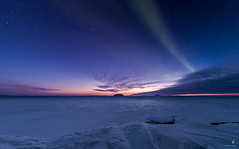 Northern Lights with a sunset over the pingos (Chriskellyphotography) Tags: northwestterritories nightsky northernlights nature sunset landscape winter pingo ibyuk split auroraborealis aurora cold