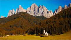 The Ranui church in Villnoesstal in South Tyrol (Ostseetroll) Tags: geo:lat=4663683500 geo:lon=1172184065 geotagged ita italien stmagdalena südtirol villnösstal ranuikirchlein church geisslerspitzen dolomiten dolomits dolomiti alpen alps southtirol altoadige gruppodelleodle olmypus em5markii valdifunes