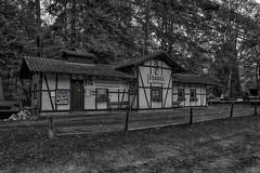 Stumpfwaldbahn (tucsontec) Tags: stumpfwaldbahn architektur architktur fachwerk museumsbahn bahnhof station schwarzweis blackwhite pfälzerwald pfalz germany eiswoog ramsen gebäude building nostalgie