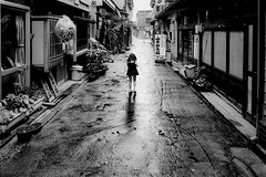 after the rain 646 (soyokazeojisan) Tags: japan osaka bw city blackandwhite monochrome analog olympus m1 om1 21mm film kodak memories 1970s