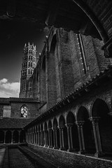 "cloister leads the eye to the steeple - moody fine art black & white - Couvent des Jacobins,  Toulouse, Haute-Garonne, Occitanie, France (grumpybaldprof) Tags: canon 80d ""canon80d"" tamron 16300 16300mm ""tamron16300mmf3563diiivcpzdb016"" bw blackwhite ""blackwhite"" ""blackandwhite"" noireetblanc monochrome ""fineart"" striking artistic interpretation impressionist stylistic style contrast shadow bright dark black white illuminated ""wideangle"" ""couventdesjacobinsàtoulouse"" ""couventdesjacobins"" ""churchofthejacobins"" church jacobins dominican ""thomasaquinas"" gothic catholic ""dominicanorder"" convent ""stdominic"" romanesque 1230 toulouse hautegaronne occitanie france ""4thlargestfrenchcity"" tolosa airbus thales astrium ""southernfrance"" ""lagaronne"" ""garonneriver"""