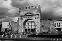 Rimini, Arch of Augustus (Roberto Bendini) Tags: italy italia italie marche romagna città town medioevo art canon roma arco augusto black white roman