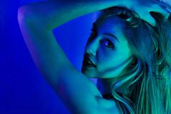 Paige-116.jpg (TheRealVasir) Tags: woman indoors portrait model people kitchener gel studiolight