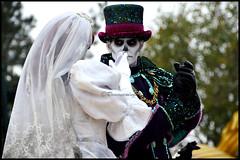 Melanie et Phantom (ramonawings) Tags: tigger tigrou event halloween vivelavie pm phantom manor phantommanor hm hanted mansion phatom mélanie melanie bride leota zombi skeletton harvest disney disneyland disneylandparis paris france