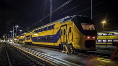 Arnhem Berg VIRMm 9423 (Rob Dammers) Tags: foto nacht avond spoorwegen nederlandse ns dubbeldekker virmm trein nederland gelderland berg arnhem opstelterrein r
