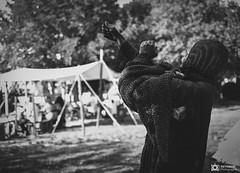 Medievale-Isle Sur Sorgues-3985 (reynaud.photographie) Tags: medievale chevalery chevalier armure épée sword fight fighting shield bouclier noiretblanc blackandwhite