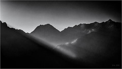 Morning Light, no Clouds... (Ody on the mount) Tags: alpen berge em5ii filmkorn fiss gipfel licht lichteinfall omd olympus rahmen urlaub bw monochrome sw österreich tirol at