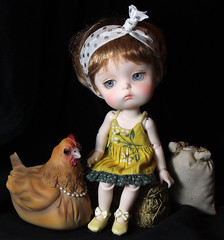 Bellina and Charlotte (bentwhisker) Tags: dolls bjd resin chicken hen aimerai bellina secretdoll mongvol3 2233