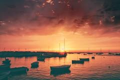 Sunset... (hobbit68) Tags: fujifilm xt2 himmel sonne sommer sky boote boats wasser water espana espagne espanol andalusien andalucia barcos barca küste costa coast ozean meer atlantik sonnenschein sunset spanien strand beach playa sonnenuntergang sunshine sun spain summer 🌅 hafen port clouds wolken holiday urlaub hobbyfotograf