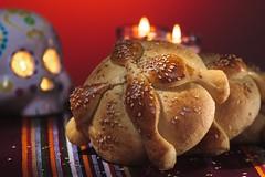 Pan De Muerto (Alberto Cavazos) Tags: pandemuerto bread dead breadofthedead mexicanfood tradicionesmexicanas cultura diademuertos mexico folklore