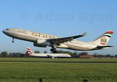 A6-EYJ - Etihad Airways A330-200 (✈ Adam_Ryan ✈) Tags: dub eidw dublinairport 2018 a6eyj etihad etihadairways a330 a330200 golden britishairways a321 october autumn cold sun canon 6d 100400liiisusm airbus abudhabi ey42