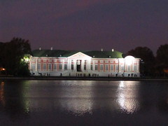 a palace in the evening (2) (VERUSHKA4) Tags: canon building architecture decor light lighting europe russia moscow ville city cityscape vue view sky ciel historic palace museum autumn october facade purple pink door outdoor tree pond reflection water lake landscape image astoundingimage
