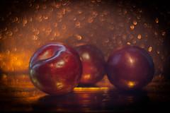 Plums (ursulamller900) Tags: pentacon2829 plums pflaumen obst früchte herbst autumn red golden bokeh