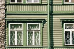 Window in Kalamaja (etoms) Tags: 35mm etabroad europe travel portra400 om1 olympus tallinn estonia eesti baltics oldtown kalamaja woodenhouse olympusom1 film 35 mm