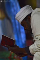 20180918 Etiopía-Lalibela (149) R01 (Nikobo3) Tags: áfrica etiopía lalibela culturas people gentes portraits retratos travel viajes nikon nikond800 d800 nikon7020028vrii nikobo joségarcíacobo sit sitting seated