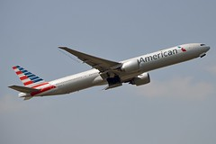 """American Airlines N724AN Boeing 777-323ER cn/31548-1113 """"7LH"""" @ EGLL / LHR 26-05-2018 (Nabil Molinari Photography) Tags: american airlines n724an boeing 777323er cn315481113 7lh egll lhr 26052018"""