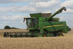 John Deere T660 I Hill Master Combine Harvester cutting Winter Wheat (Shane Casey CK25) Tags: john deere t660 i hill master combine harvester cutting winter wheat jd green ballycotton grain harvest grain2018 grain18 harvest2018 harvest18 corn2018 corn crop tillage crops cereal cereals golden straw dust chaff county cork ireland irish farm farmer farming agri agriculture contractor field ground soil earth work working horse power horsepower hp pull pulling cut knife blade blades machine machinery collect collecting mähdrescher cosechadora moissonneusebatteuse kombajny zbożowe kombajn maaidorser mietitrebbia nikon d7200