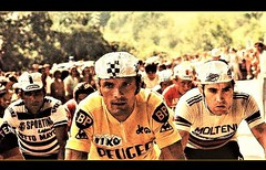 1975 TDF The Battle Continues (Sallanches 1964) Tags: tourdefrance 1975 eddymerckx bernardthévenet 6thtour roadcycling mountainstage rainbowjersey yellowjersey tourdefrancewinners lagrandeboucle heroictimes