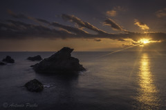 Pico del Águila (Antonio Puche) Tags: antoniopuche paisaje landscape seascape paisajedemar paisajedecosta roca sol starsun rayosdesol nikon nikond810 nikon173528 amanecer sunrise cabodepalos murcia spain sun