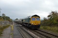 66621 enters Bamford with the 6M89 Dewsbury to Earles Sidings empty tanks, 16th Oct 2018. (Dave Wragg) Tags: 66621 class66 freightliner 6m89 bamford hopevalleyline loco locomotive railway