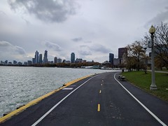 Path (ancientlives) Tags: chicago illinois il usa travel trips lake lakemichigan lakefronttrail lakefrontpath downtown city cityscape skyline skyscrapers buildings towers architecture water chicagoyachtclub walking clouds monday november 2018 autumn bonfirenight