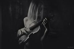 Girl with Violin (RickB500) Tags: portrait girl rickb rickb500 model beauty expression face cute hair violin violine geige music instruments