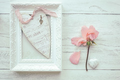 264/365: Hearts and roses (judi may) Tags: 365the2018edition 3652018 day264365 21sep18 stilllife frame hearts rose tabletopphotography flatlay canon5d 50mm soft softness ribbon framesandfrippery
