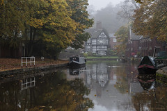 The Packet House (andyrousephotography) Tags: worsley bridgewatercanal canal waterways packethouse gradeii listedbuilding 1stearlofellesmere historic village barges narrowboats autumn autumnal golds browns misty morning