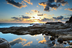 龍洞晨光倒影 sunrise cloud reflection (Niss Liu) Tags: 龍洞晨光倒影 cloud sea sunrise sun 日出 火燒雲 雲 taiwan 台灣美 海 海洋 天空 岩石 水 海灣 岸邊 相中人 beach 風景 海岸 草 reflection