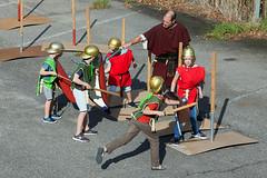 Vechten als een echte Romein (Rotterdamsebaan) Tags: rotterdamsebaan denhaag trefpunt archeologie binckhorstlaan vechten helm speer romeinen schild