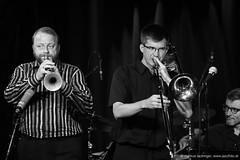 Thomas Gansch: trumpet / Alois Eberl: trombone (jazzfoto.at) Tags: salzburg musicfestival musikfestival taketheatrain taketheatrainfestival taketheatrain2018 festival konzert musiker musik music bühne concerto concierto конце́рт jazzfoto jazzphoto markuslackinger sony salisburgo salzbourg salzburgo austria autriche blitzlos ohneblitz noflash withoutflash sonyalpha sonyalpha77ii alpha77ii sonya77m2 sw bw schwarzweiss blackandwhite blackwhite noirblanc bianconero biancoenero blancoynegro zwartwit pretoebranco musikfestval ttat ttat2018 ttat18 taketheatrainsalzburg bahnhoffestival bahnhoffestivalsalzburg jazzit2018 greatjazzvenue greatjazzvenue2018 downbeatgreatjazzvenue jazzsalzburg jazzitmusikclubsalzburg jazzitmusikclub jazzclubsalzburg jazzkellersalzburg jazzclub jazzkeller wwwjazzfotoat jazzfotos jazzphotos jazzlive livejazz konzertfoto concertphoto liveinconcert concert
