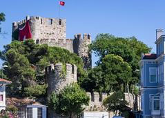 08082011-IMGP0910 (Mario Lazzarini.) Tags: castello castle fortezza bosforo turchia turkey bandiera pietra alberi historic old torri