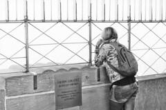 Prise de hauteur (IneZeSky) Tags: leicam6 leica summilux ilford ilfordpan100 noiretblanc nb newyorkcity bw blackandwhite monochrome m6 mono pan100 streetphotography architecture ville film filmisnotdead argentique analog analogique