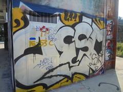 DSC02770 (en-ri) Tags: teso arrow bianco nero giallo torino wall muro graffiti writing dora parco