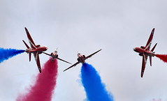 Red Arrows (Bernie Condon) Tags: bigginhill airport londonbigginhill historic airfield airshow aviation display flying aircraft planes plane festivalofflight redarrows reds arrows raf rafat royalairforce formation team aerobatic bae hawk trainer jet military warplane
