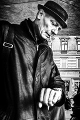 10.08 am... (Sean Bodin images) Tags: 2018 københavn oktober vind streetphotography streetlife seanbodin streetportrait købmagergade nørreport strøget autumn people photojournalism photography copenhagen citylife candid city citypeople