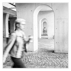 Running and waiting (sdc_foto) Tags: sdcfoto street streetphotography bw blackandwhite girls people canon waiting station outdoor hurry hallesaale germany