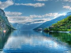 Fiordo (etoma/emiliogmiguez) Tags: fiordo flam aurlandsfjorden noruega norway buque montañas nubes