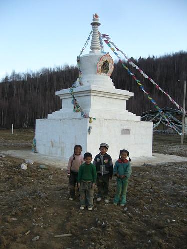 Tibetan kids, stupa, 2008