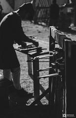 Medievale-Isle Sur Sorgues-3949 (reynaud.photographie) Tags: medievale chevalery chevalier armure épée sword fight fighting shield bouclier blackandwhite noiretblanc