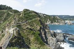 Otra perspectiva (ninestad) Tags: pasarela paisaje mar seascape sea acantilados rocas cliffs rocks mountains waves coast cantábrico spain runway