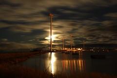 Skutskärs hamn (Annica Spjuth) Tags: fotosondag fs181028 langexponering longexposure skutskärshamn vindkraftverk enadevindkraftpark pir kvällsfoto månsken