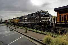 Mixed messages (Tony Tomlin) Tags: whiterockbc britishcolumbia canada bnsf train railroad