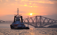 Tug Sunset at the Bridge (captures.in.time) Tags: forth forthbridge bridge networkrail rail scotland edinburgh south queensferry southqueensferry firth sea north water sky sun sunset travel travelphotography landscape landscapephotography lothian tug port evening calm
