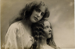 Pre-Raphaelite woman and girl2 (BasiliskSam) Tags: woman girl preraphaelite dreamy portrait