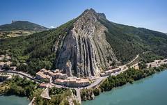 Le rocher de la Baume - Sisteron (Cri.84) Tags: alpesdehauteprovence sisteron durance montagne
