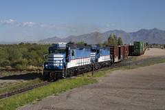 Shuffling Cars for Zucarmex (The Industrial Railfan) Tags: elchlok theindustrialrailfan henrydell train railway railroad shortline gp30 portoftucson