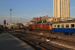 I_B_IMG_0849 (florian_grupp) Tags: southeast asia thailand siam thai train railway railroad srt staterailwayofthailand metregauge metergauge bangkok krungthep station mainstation hualumpong hualamphong diesel loco locomotive alsthom krupp ge generalelectric